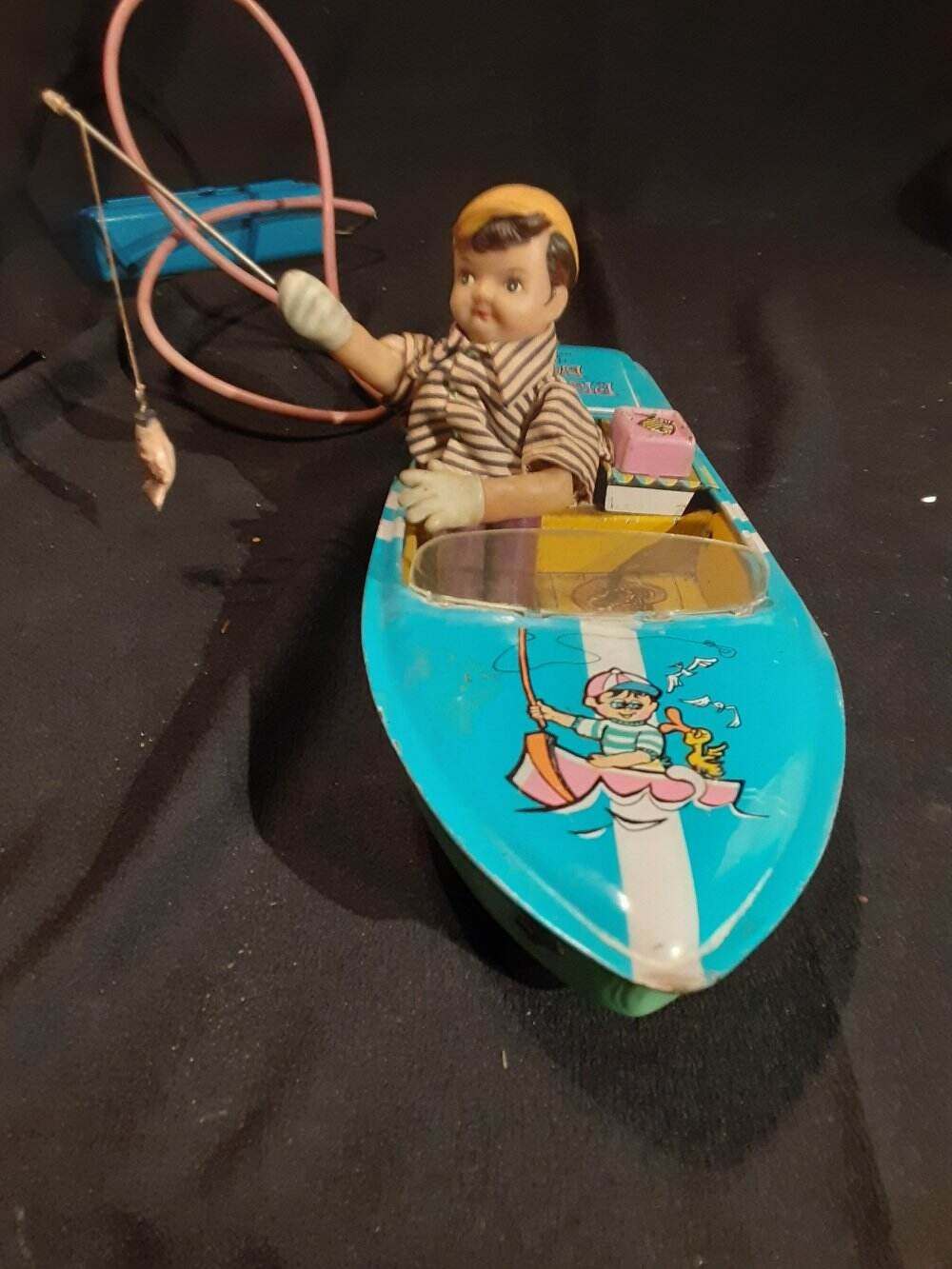 VINTAGE BATTERY OPERATED TIN PLEASURE FISHING BOAT