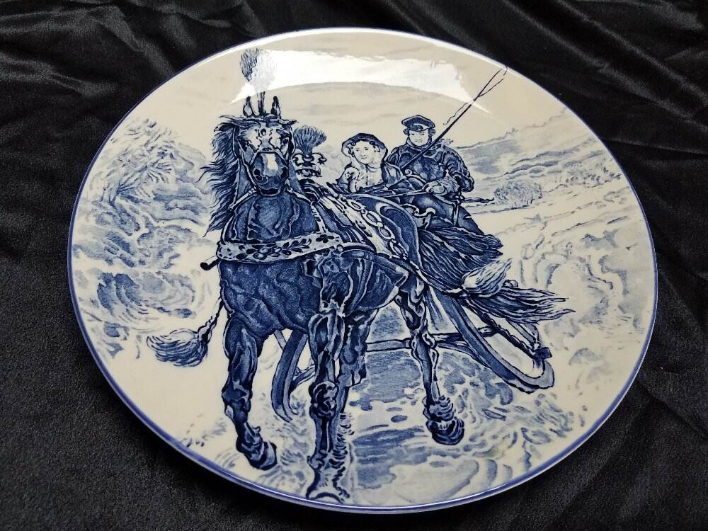 """BLUE & WHITE WEDDING Horse Sleigh CHARGER 12.5"""" PLATE  LION MARK"""